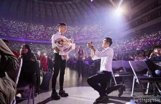 48cm巨丁男政府认证为残疾?蔡健雅演唱会上演男男求婚!
