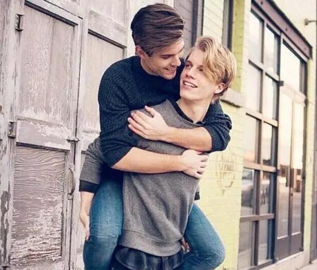 为什么都觉得gay比直男更注重身材外表