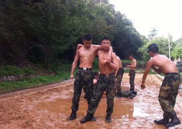 在军校虐恋是一种什么感受?
